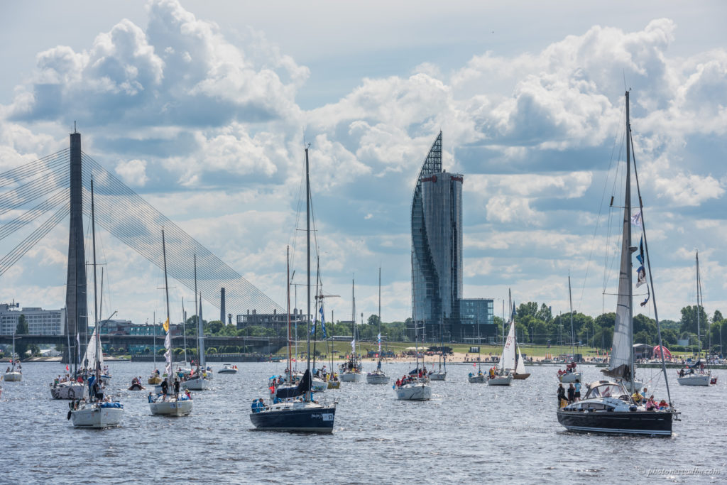 Eskaadrisõit Daugava jõel. Foto: Pavel Nesvadba