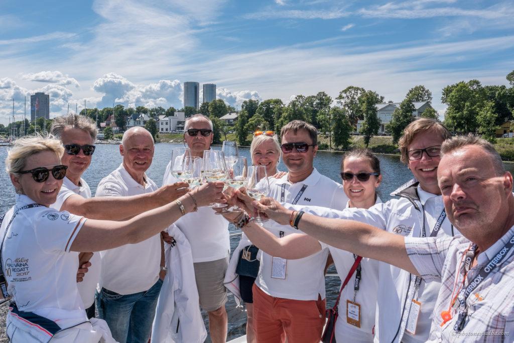 Regati korraldusmeeskond eskaadrisõidul Riias. Foto: Pavel Nesvadba