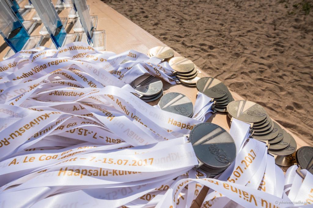 Esmakordselt said parimad kaela ka spetsiaalselt juubeliregatiks valminud medalid. Foto: Pavel Nesvadba