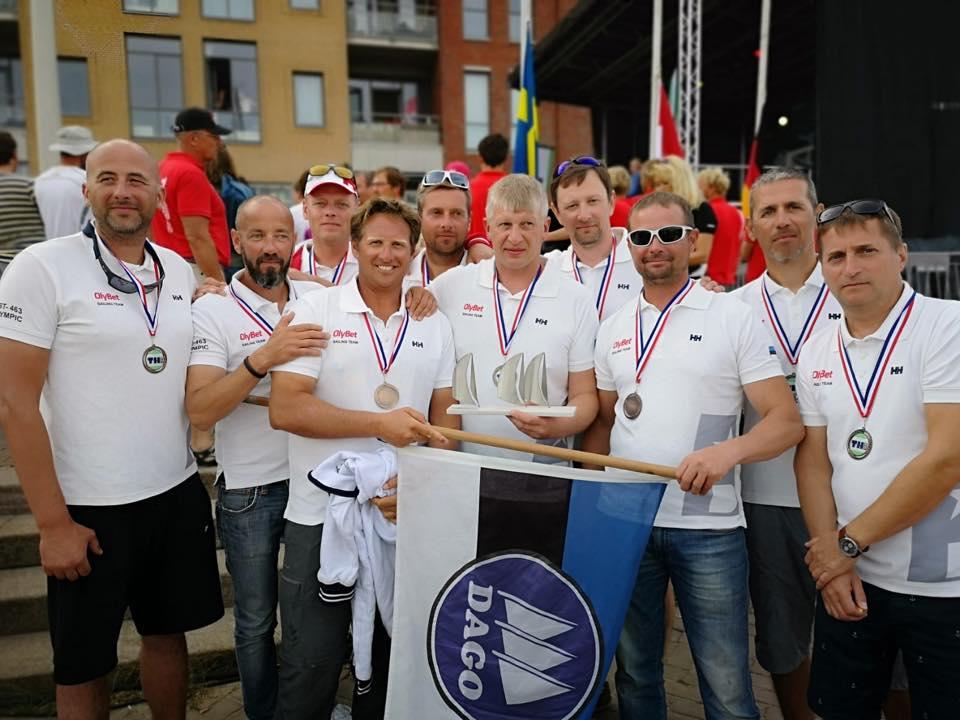 Olympic EST463 meeskond Haagis avamerepurjetamise MMi autasustamisel FOTO: Olybet Sailing Team